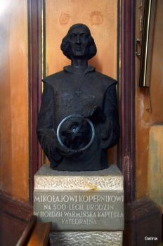 Могила Коперника во Фромборке