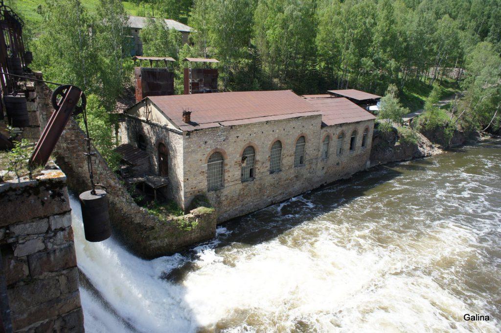 Водопад на плотине Пороги