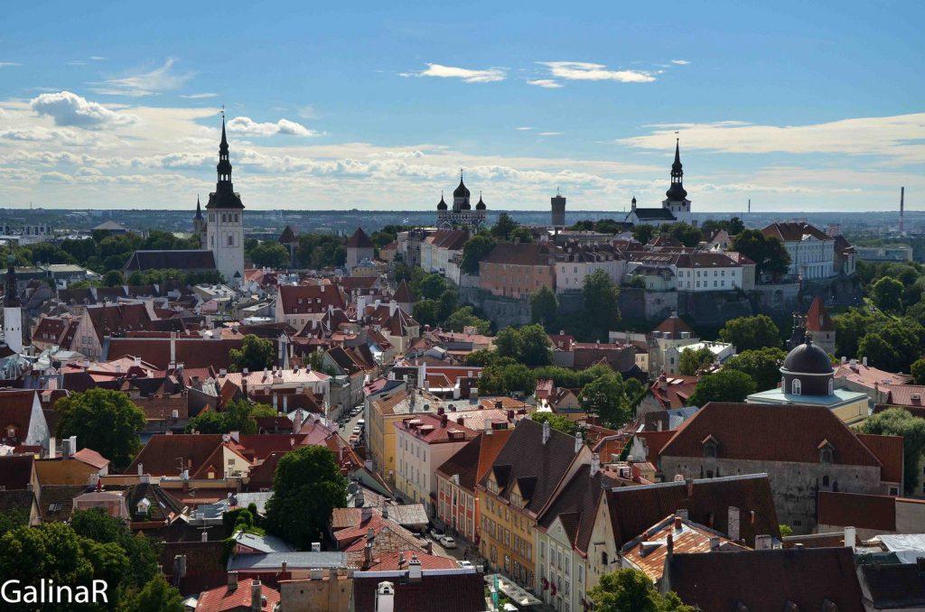 Вид с колоннады Домского собора в Таллине