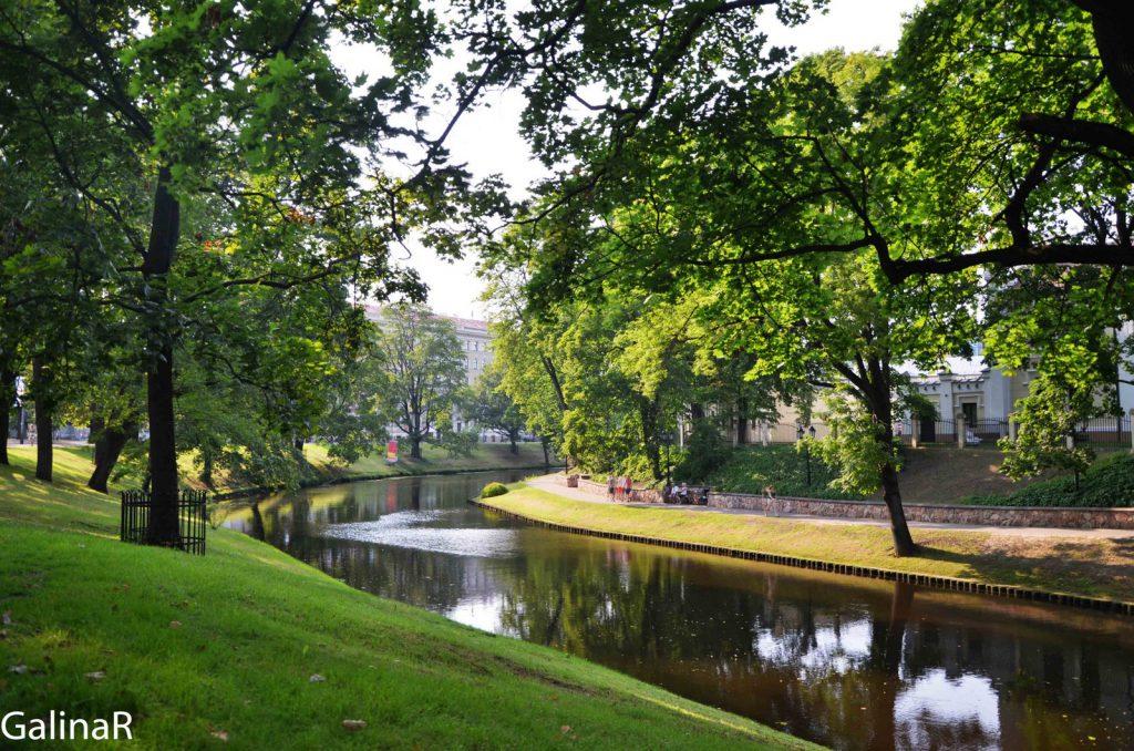 Парк вокруг исторического центра Рига