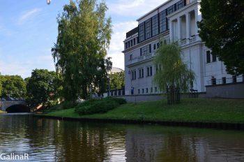 Парк вокруг старого города Риги