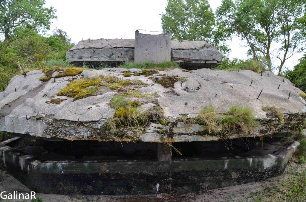 Сохранившийся дальномерный бункер батареи Нойтиф