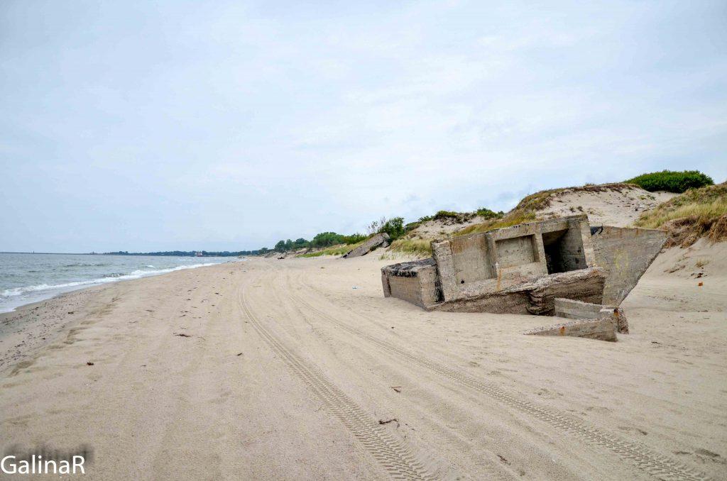 Кусок батареи Нойтиф на пляже