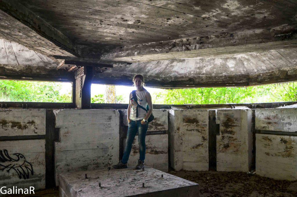Двухэтажный бункер целеуказания внутри