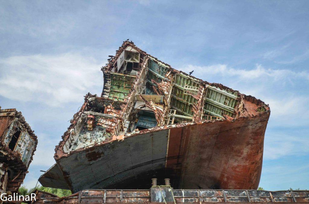 Кладбище кораблей и корабль Неукротимый