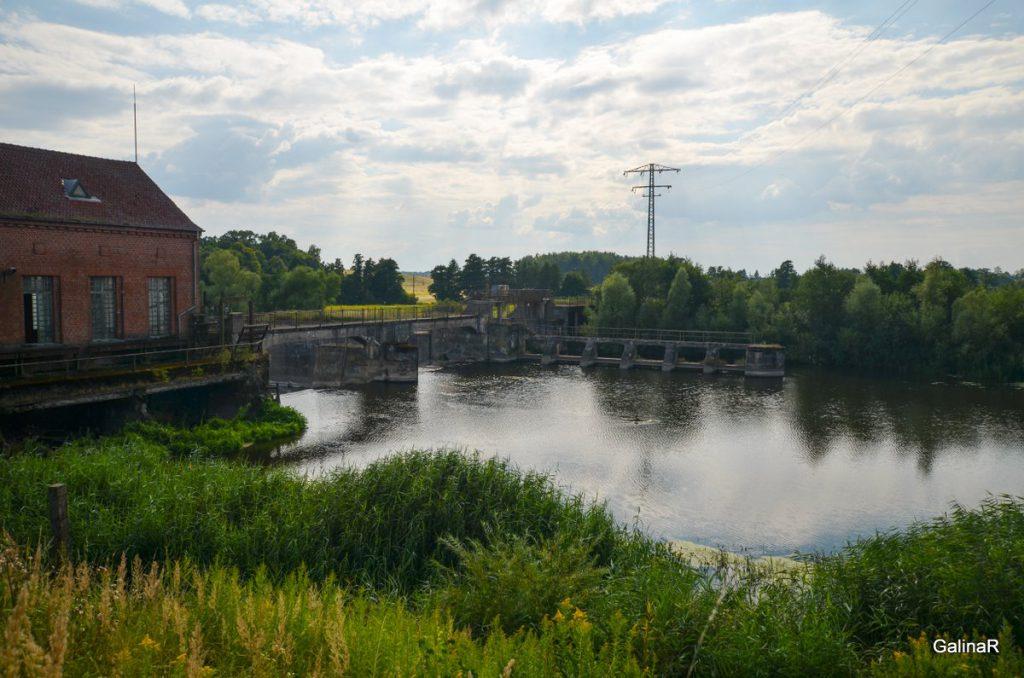ГРЭС-4 с противоположной стороны на реке Лава в Правдинского района Калининградской области