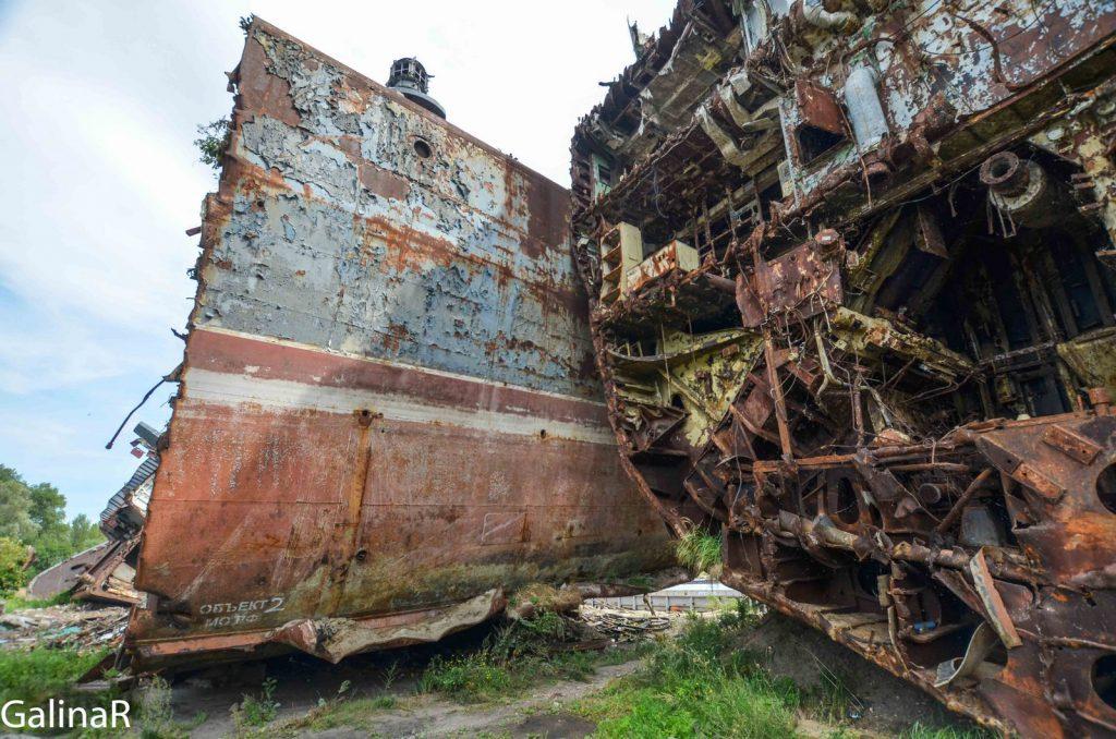 Неукротимый военный корабль на кладбище кораблей