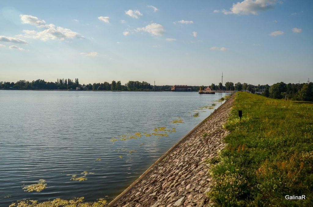 Дамба ГРЭС-3 на реке Лаве в Правдинске Калининградской области