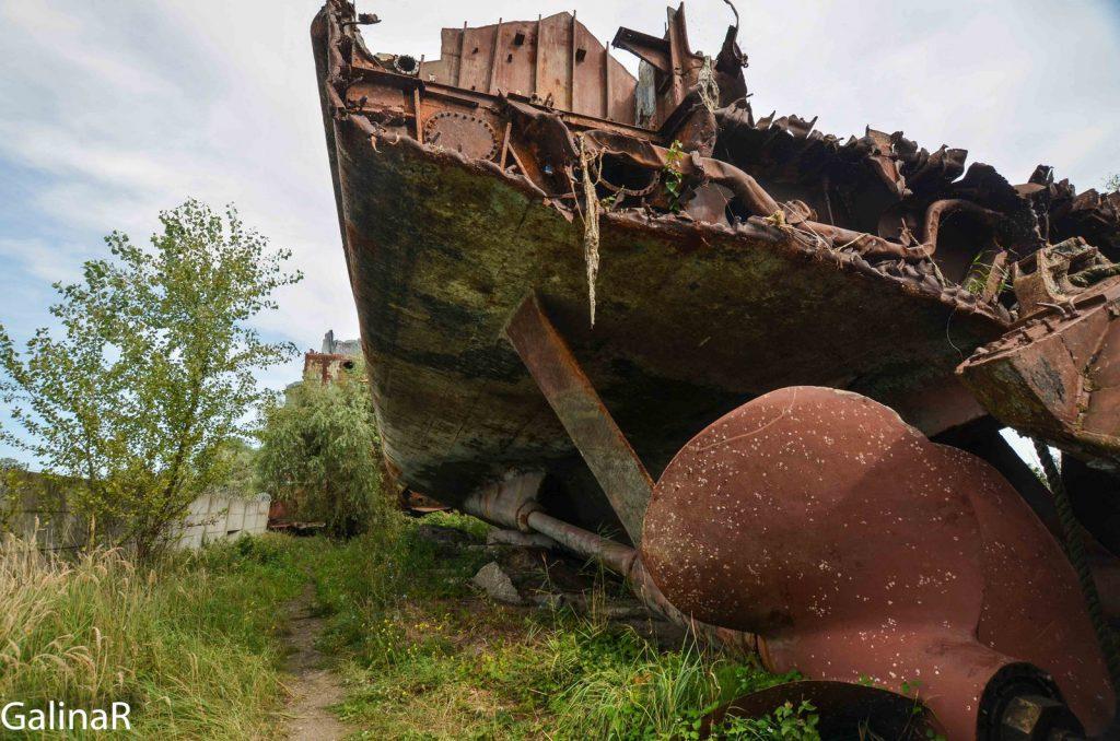 Винт военного корабля Неукротимый на кладбище кораблей