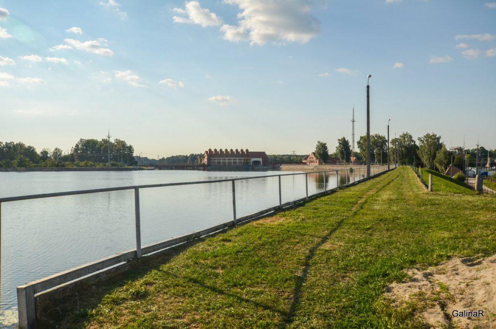 Здание ГРЭС-3 на реке Лаве в Правдинске Калининградской области