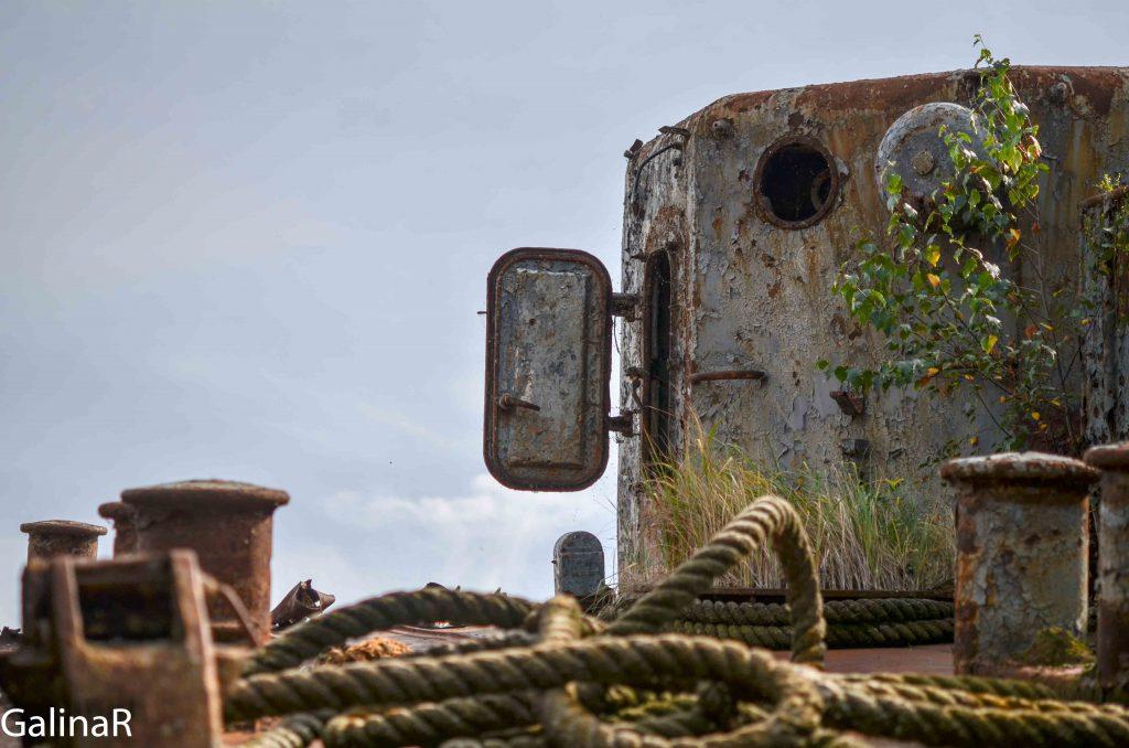 Куски корабля Неукротимый с кладбища кораблей