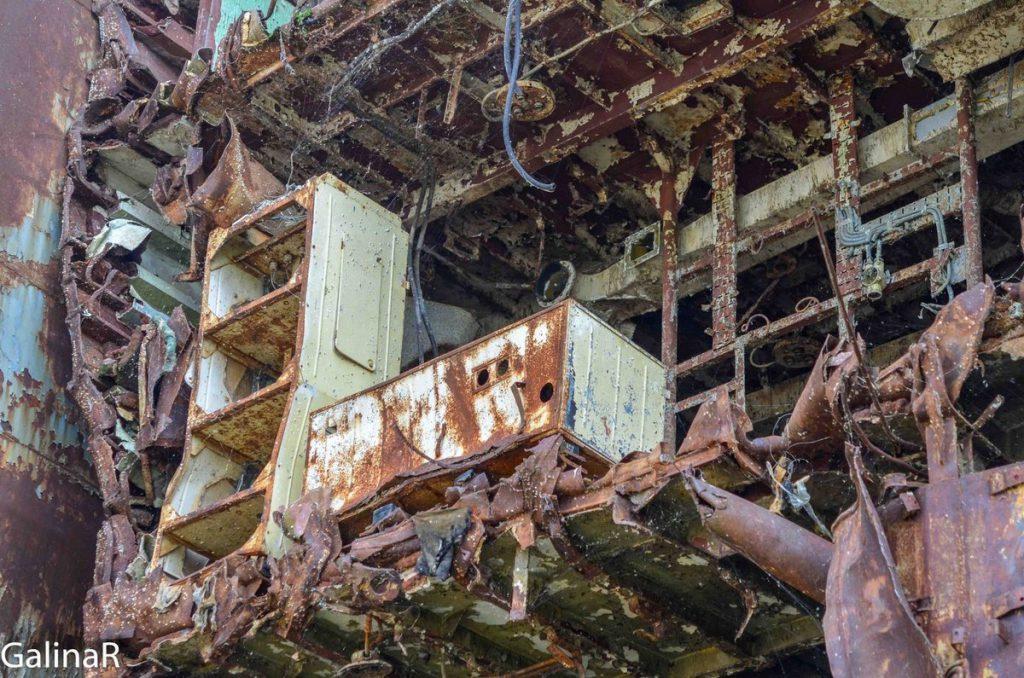 Куски Неукротимого крупным планом, кладбище кораблей