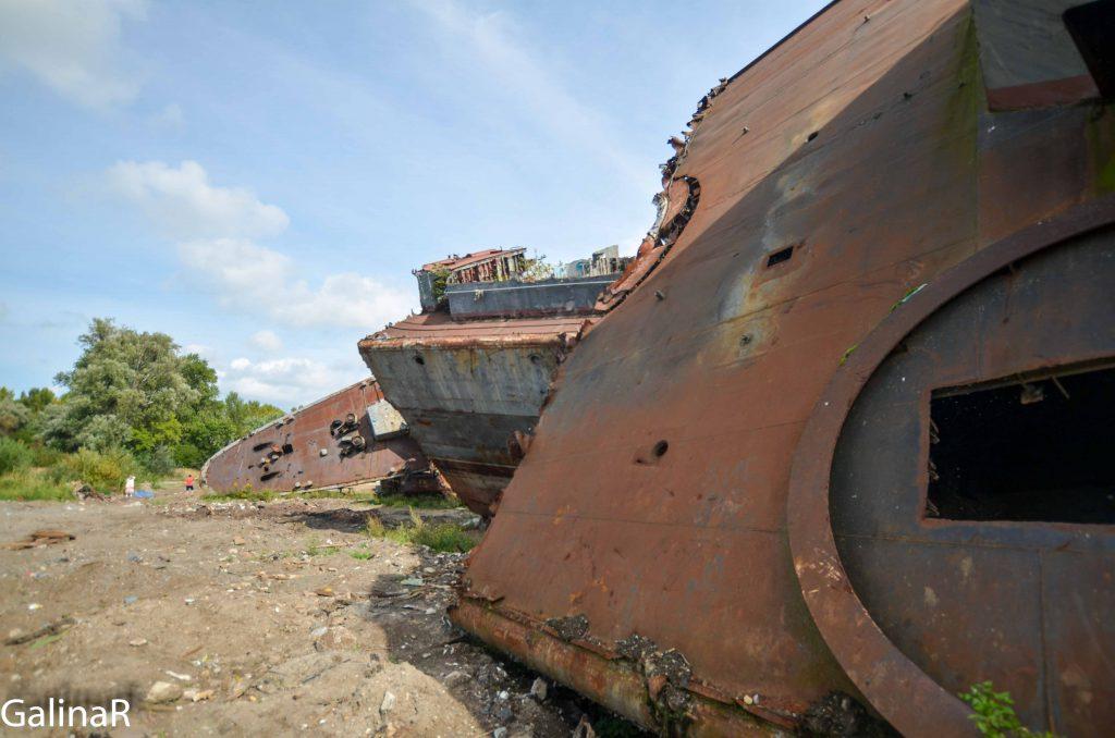 Палуба военного корабля Неукротимый в Балтийске на кладбище кораблей