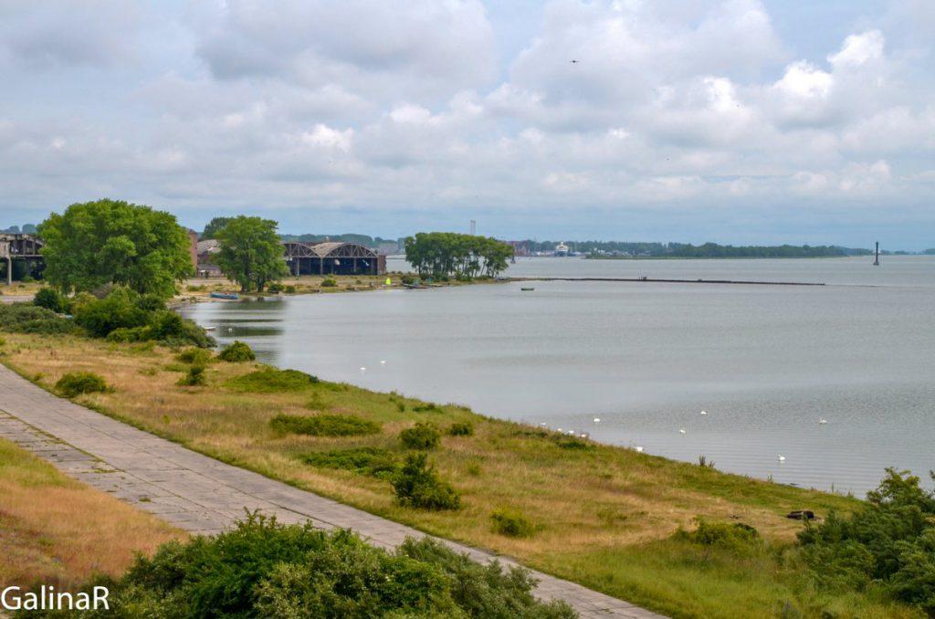 Вид на гавань у военного аэродрома на Балтийской косе в Балтийске