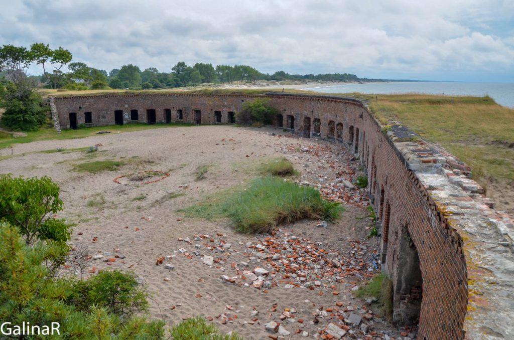 Внутренний двор Западного форта на Балтийской косе в Балтийске в Калининградской области