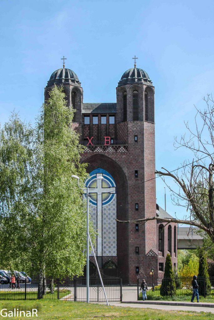 Портал с крестом на Крестовоздвиженском соборе