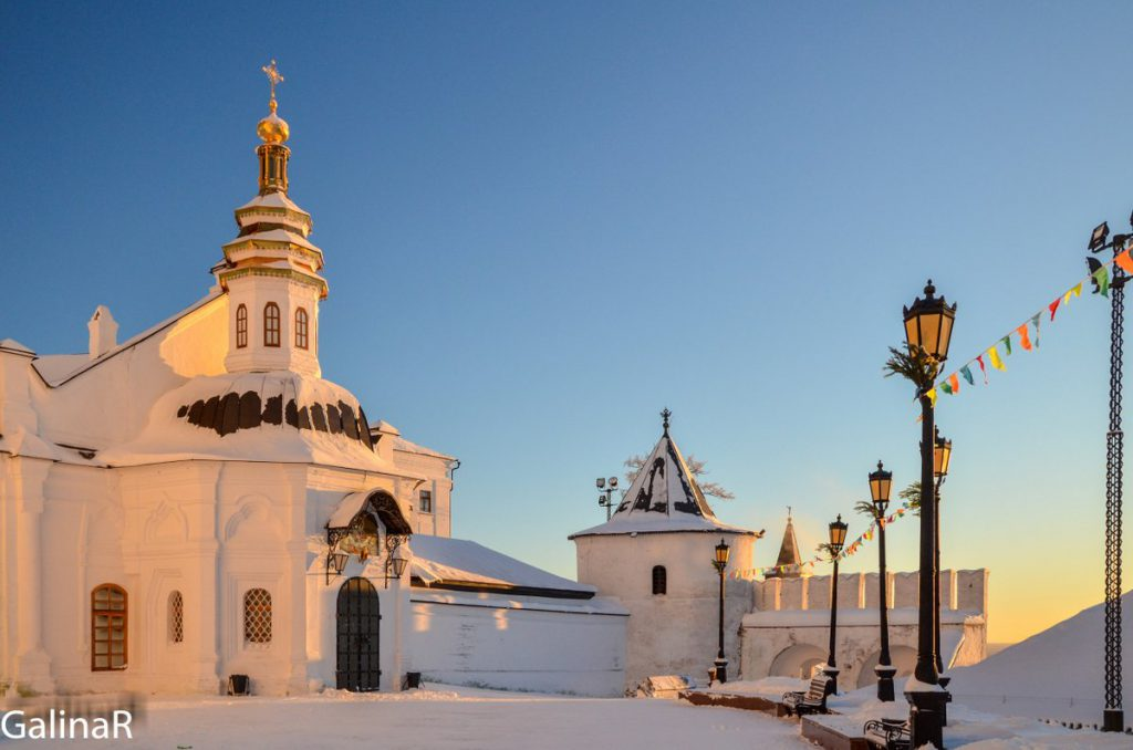 Покровский собор в Тобольском кремле зимой на закате
