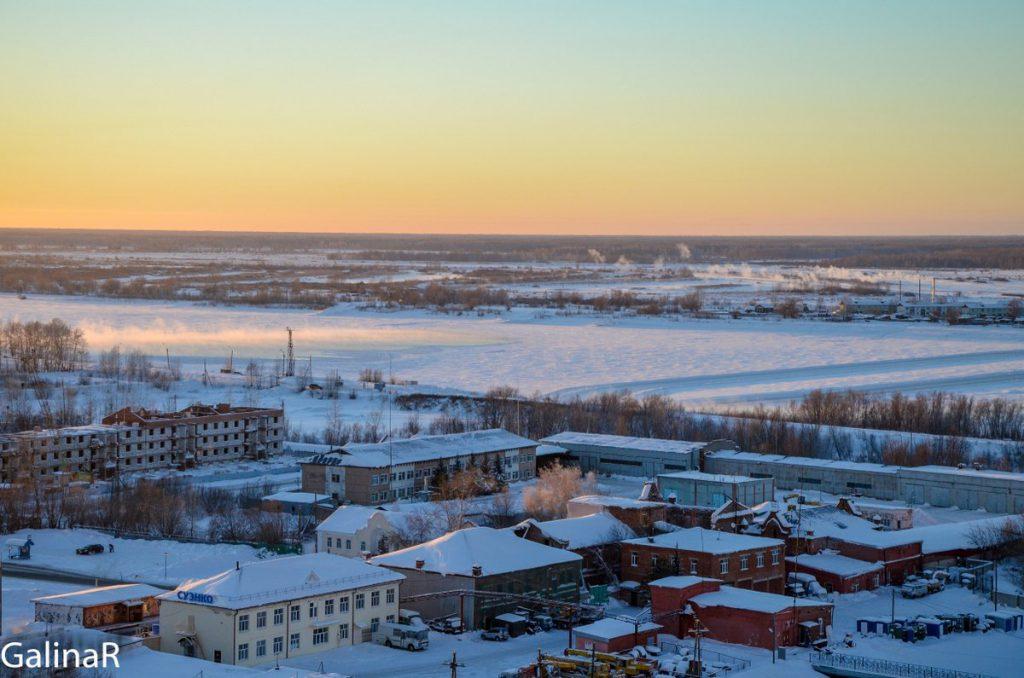 Вид на Иртыш с Тобольского кремля зимой на закате
