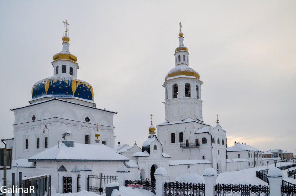 Знаменский собор в Абалакском мужской монастыре зимой