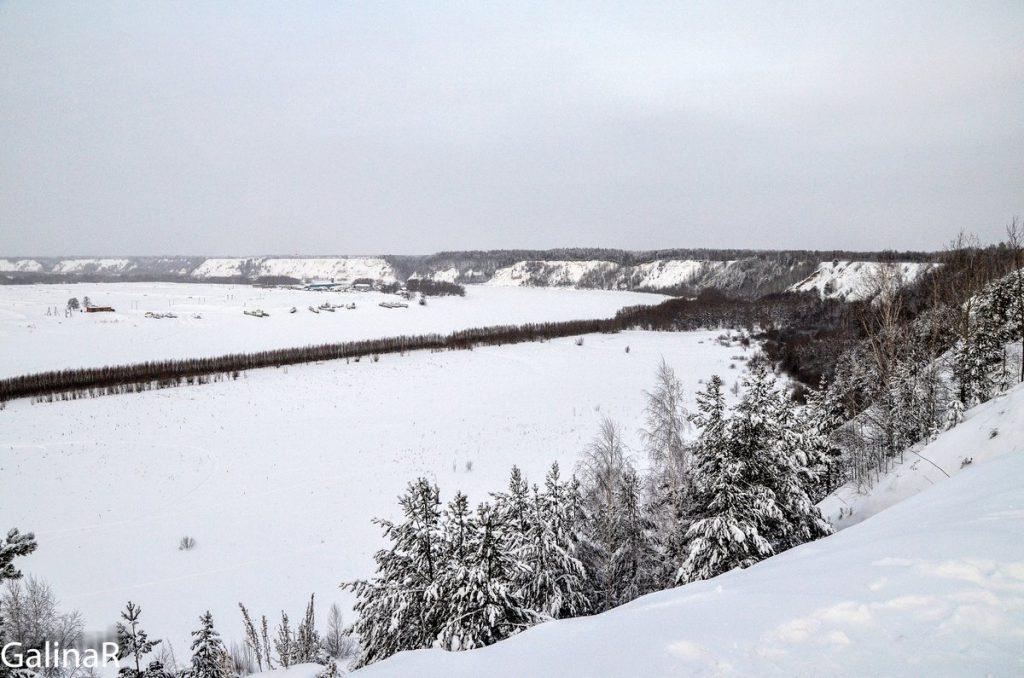 Вид на Иртыш с в Абалакского мужского монастыря зимой