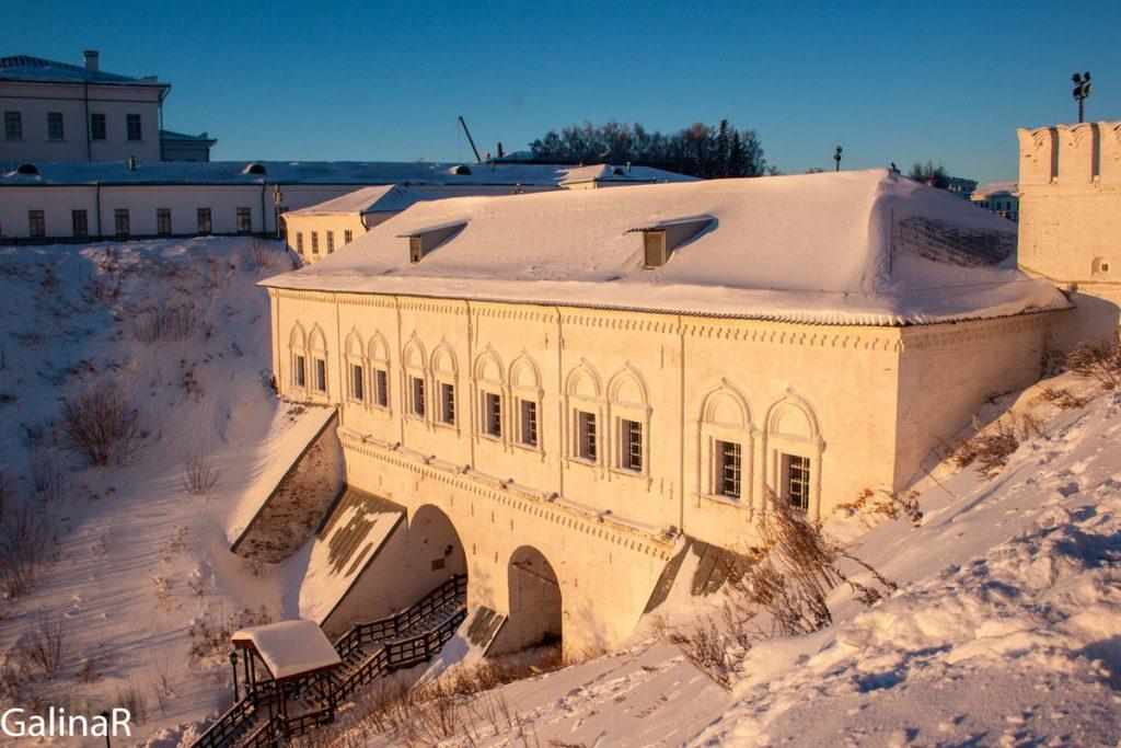 Рентерея в Тобольском кремле зимой на закате
