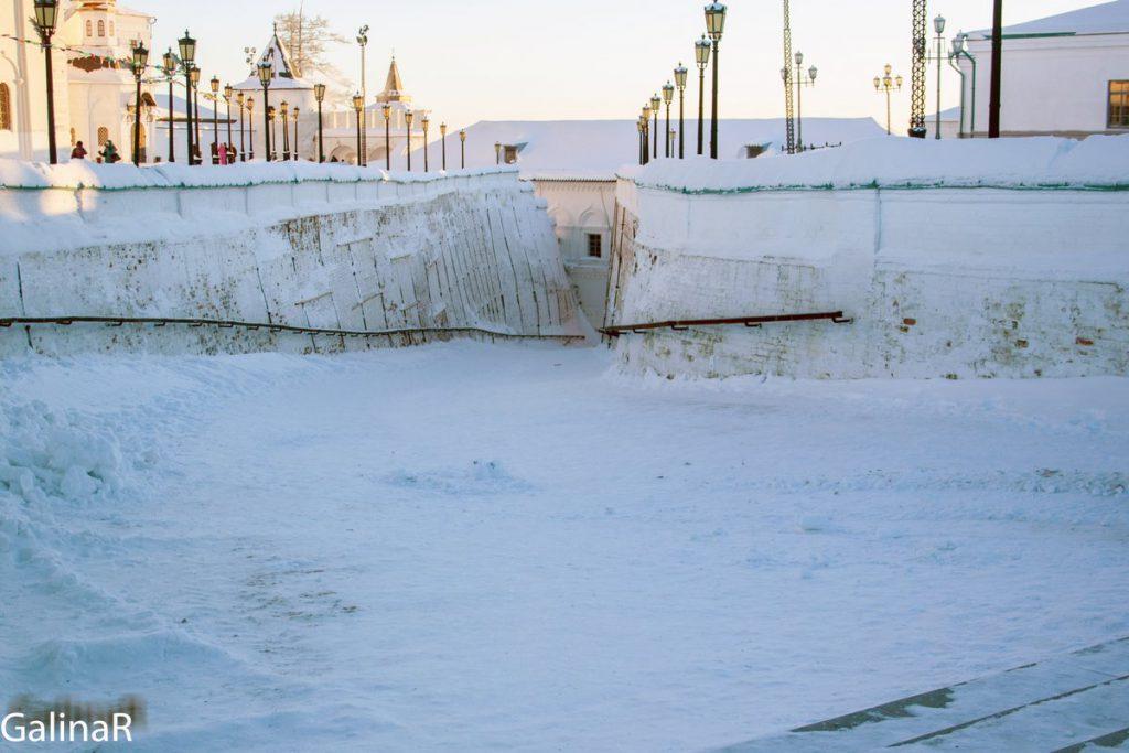 Прямский ввоз в Тобольском кремле зимой на закате