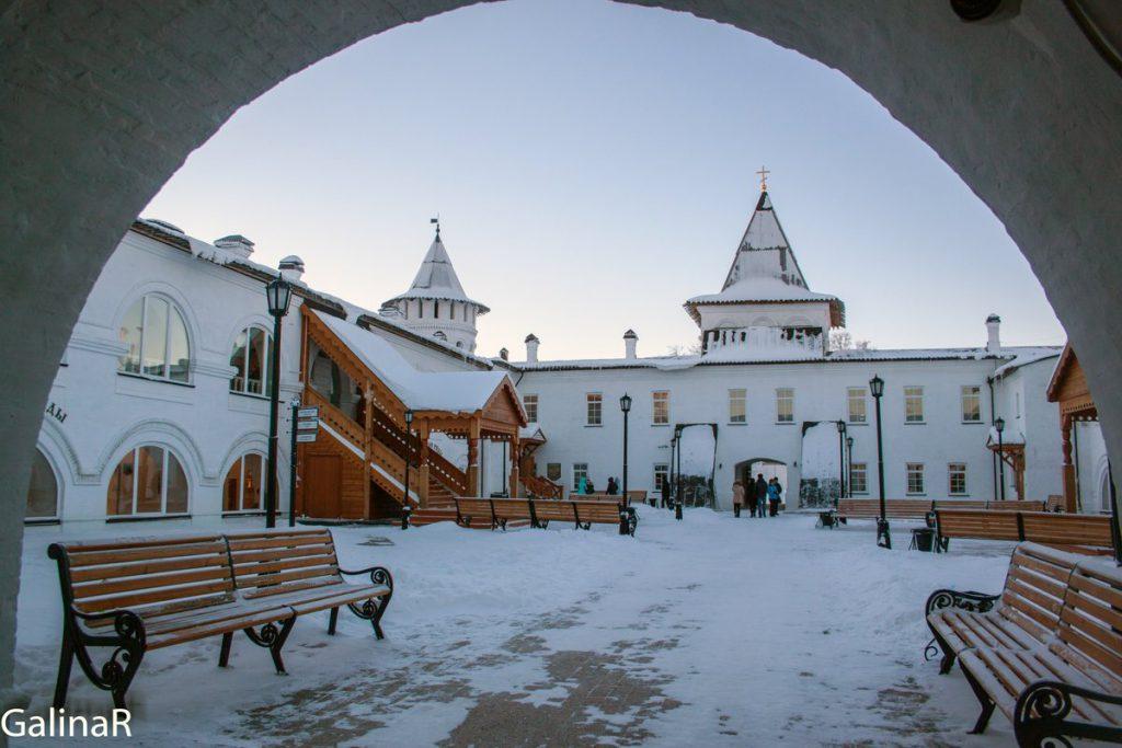 Гостиный двор в Тобольском кремле зимой