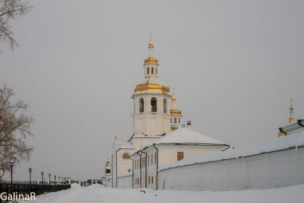 Церковью Марии Египетской в Абалакском мужской монастыре зимой