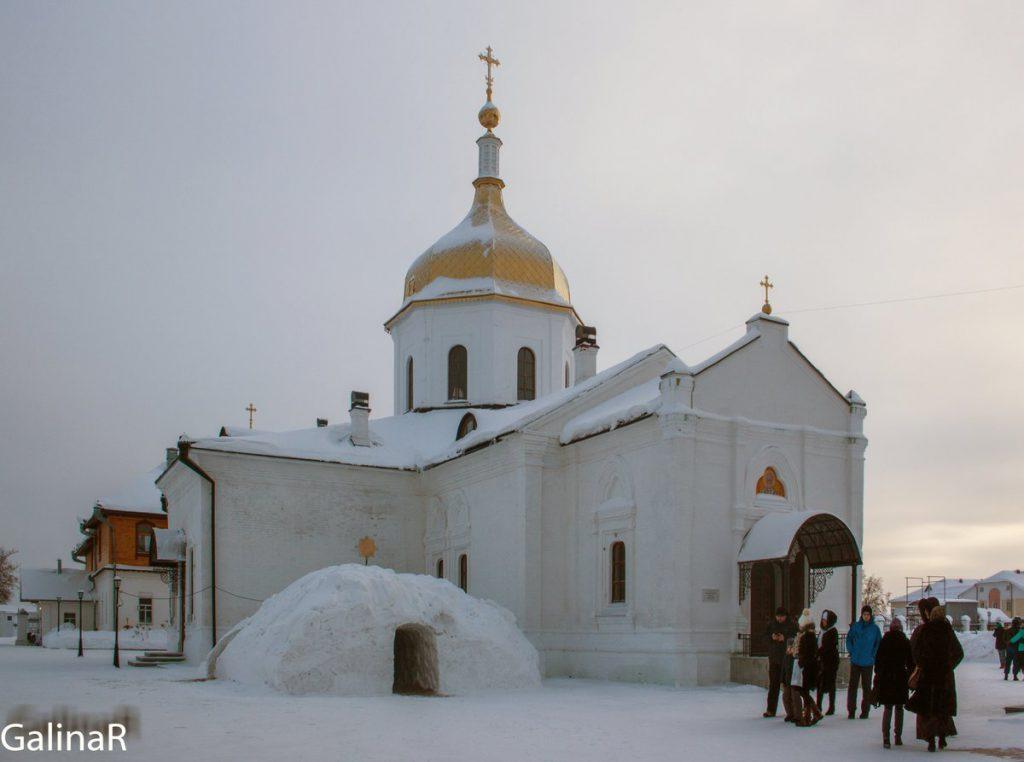 Церковь Николая Чудотворца в Абалакском мужской монастыре зимой