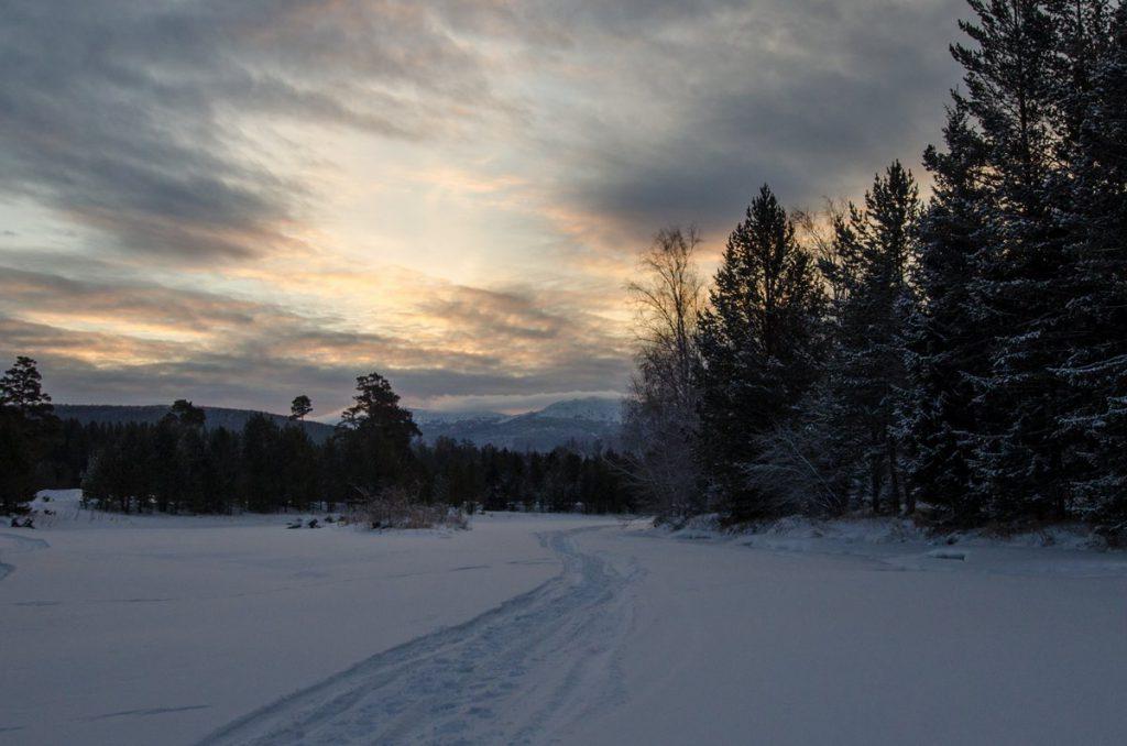 Тропа на хребет Зигальга зимой