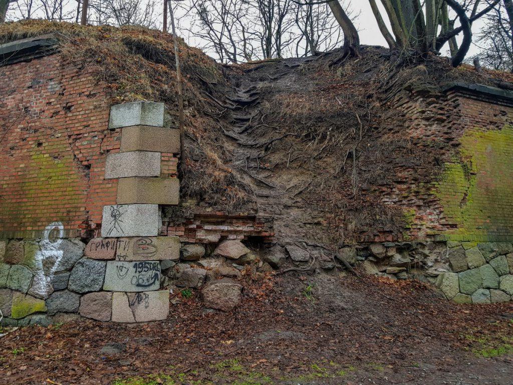 Бастион Грольман разрушенная стена