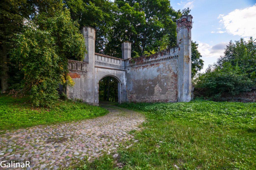 Ворота замка Гердауэн в Железнодорожном