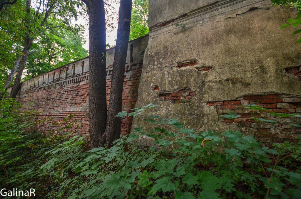 Стена замка Гердауэн в Железнодорожном