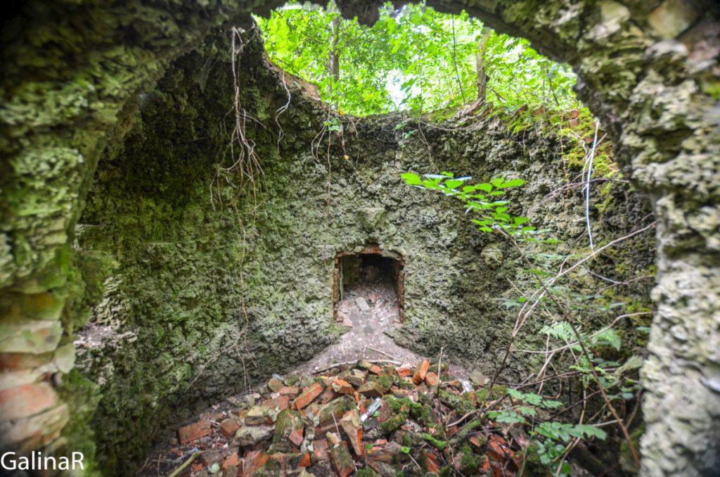 Грот за замком Гердауэн в Железнодорожном