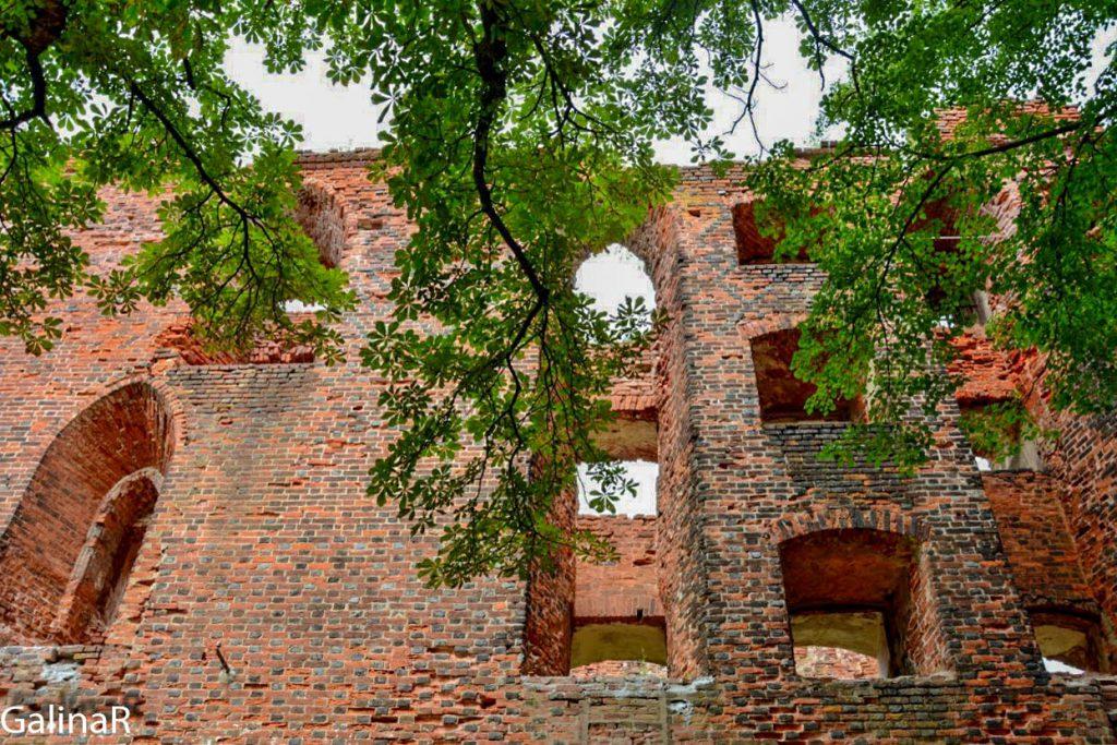 Замок Рагнит снаружи
