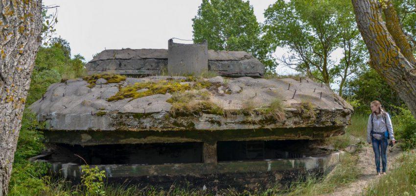 Двухэтажный бункер целеуказания с моря