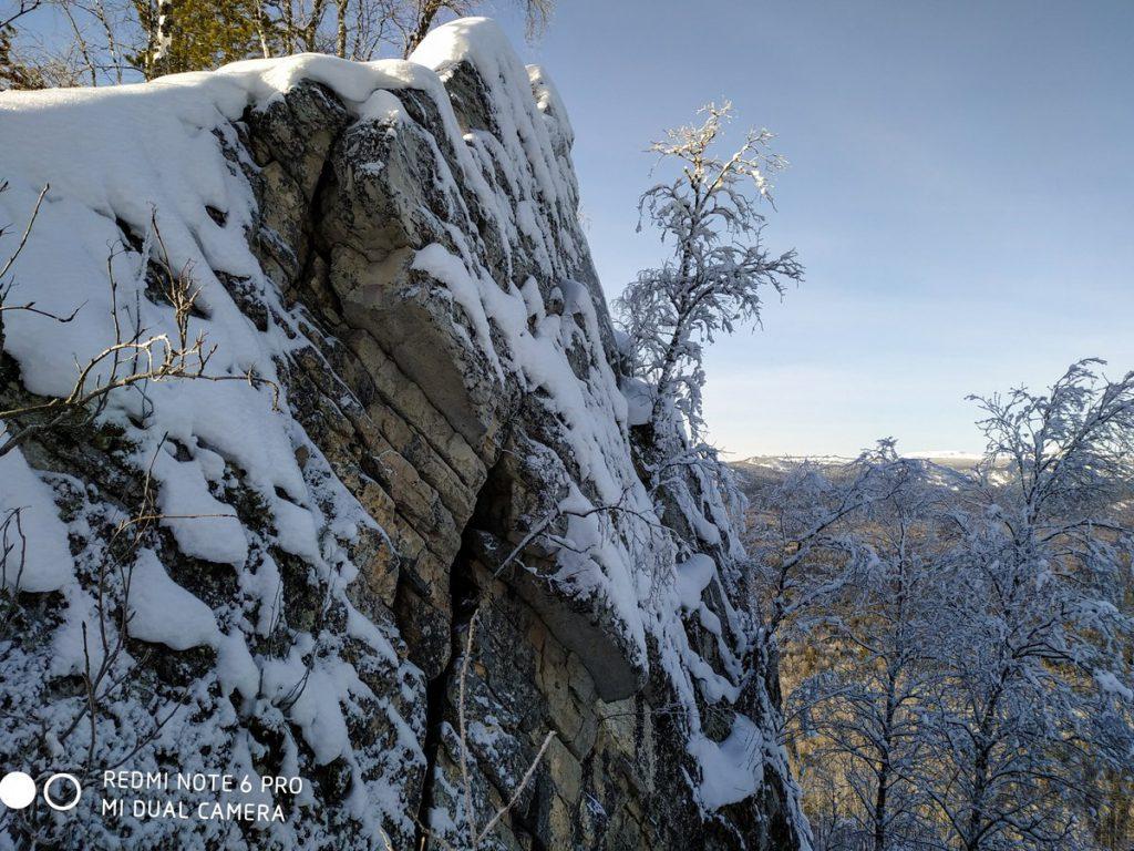 Скалы на вершине хребта Бакты