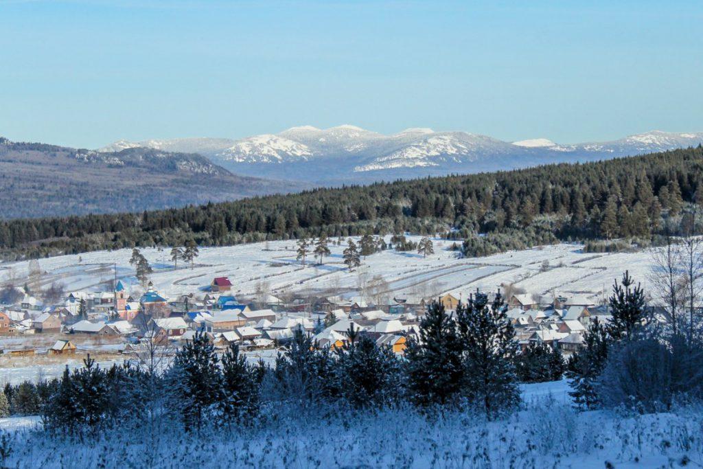 Вид с хребта Бакты зимой на село Тюлюк