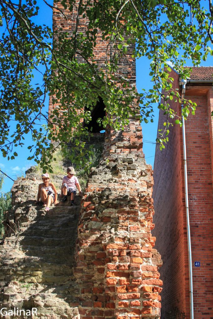 Часовая башня у Замка Рагнит