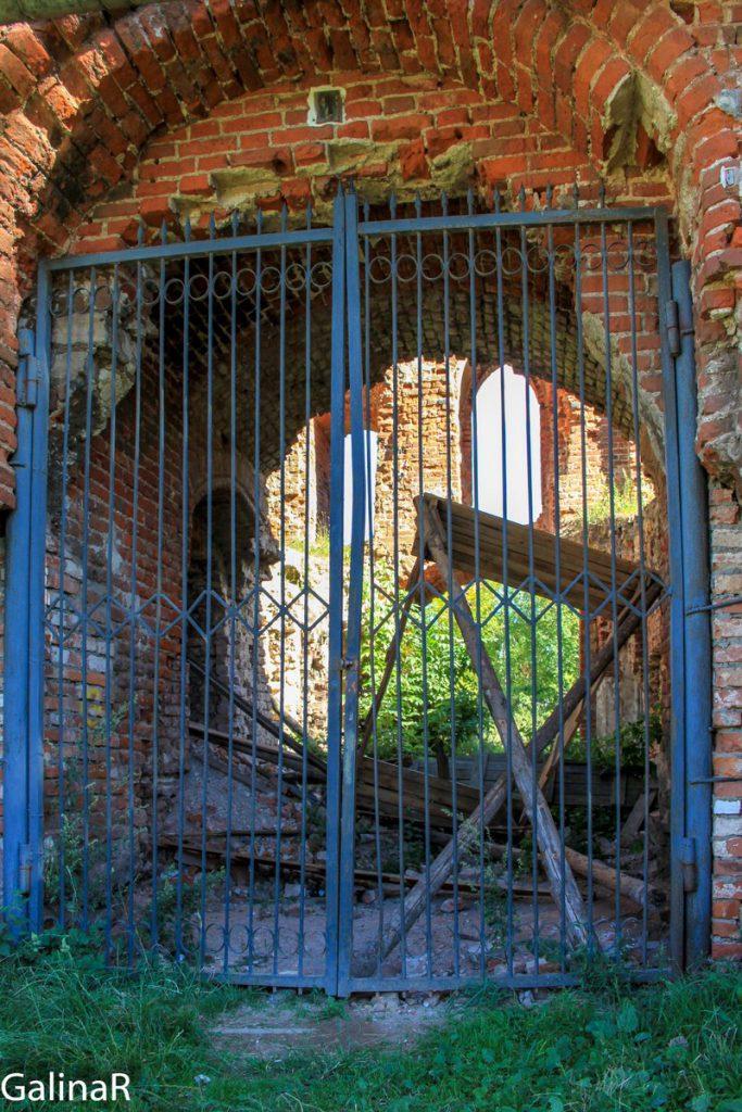 Вход в замок Рагнит