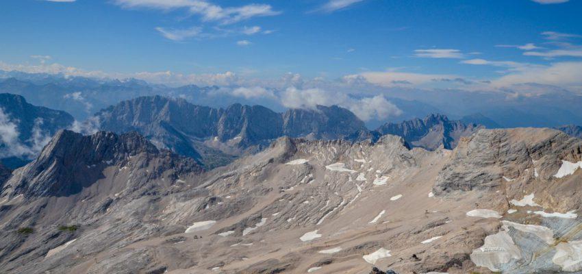 Вид с Цугшпитце на ледник Шнеефернер