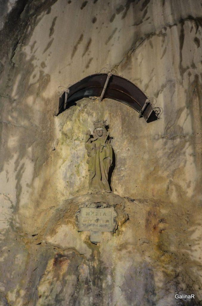 Фигура Девы Марии в ущелье Партнахкламм