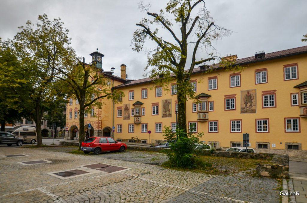 Большая ратушная площадь в Гармиш Партенкирхен
