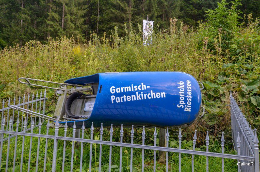 Памятник бобслею В Гармиш Партенкирхен