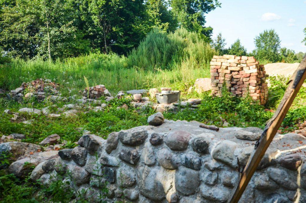 Замок Гросс Вонсдорф остатки стены