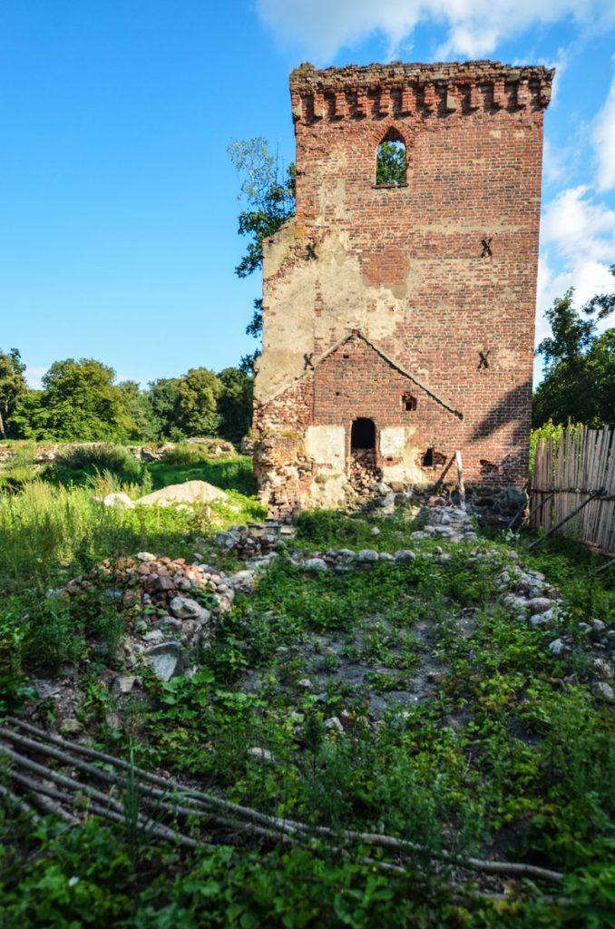 Замок Гросс Вонсдорф надвратная башня