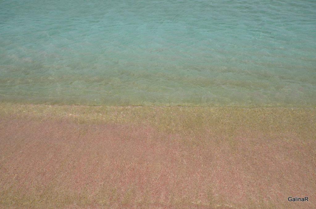 Розовый песок пляжа Фаласарна