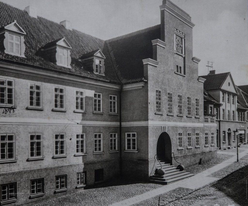 Здание бывшей ратушу в Гвардейске, довоенное фото