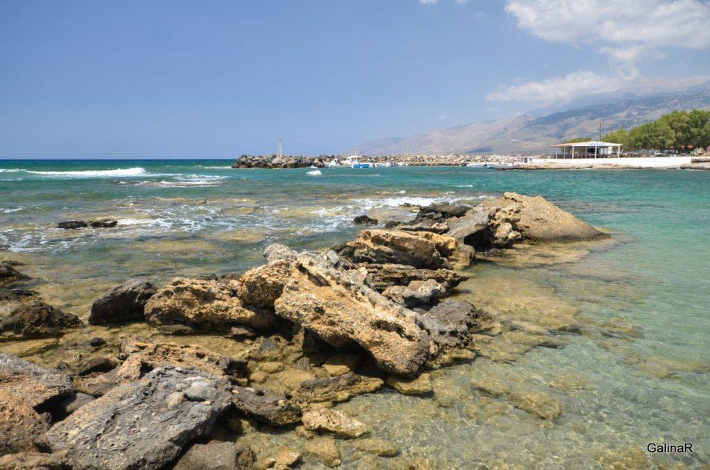 Скалы пляжа Франгокастелло