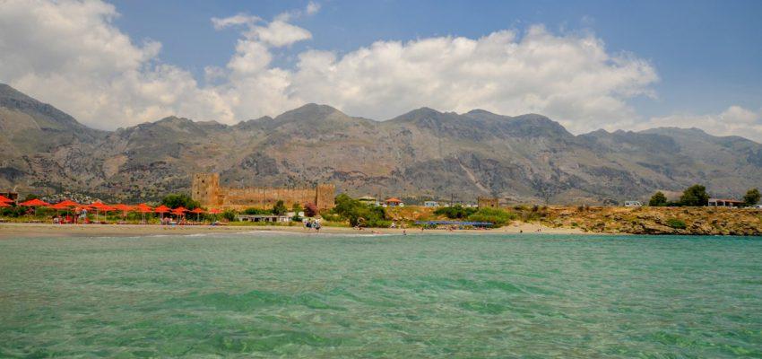 Крепость Франгокастелло на пляже